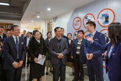 老挝高级干部研修班来育英学院考察交流