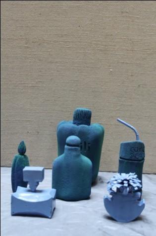 艺术系08广告包装设计容器造型作品展览正在进行